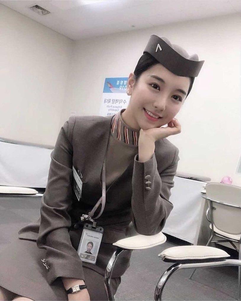 美女空姐「高校制服照美翻」,「隐藏版的曲线」让人好心动. 网络美女 第6张