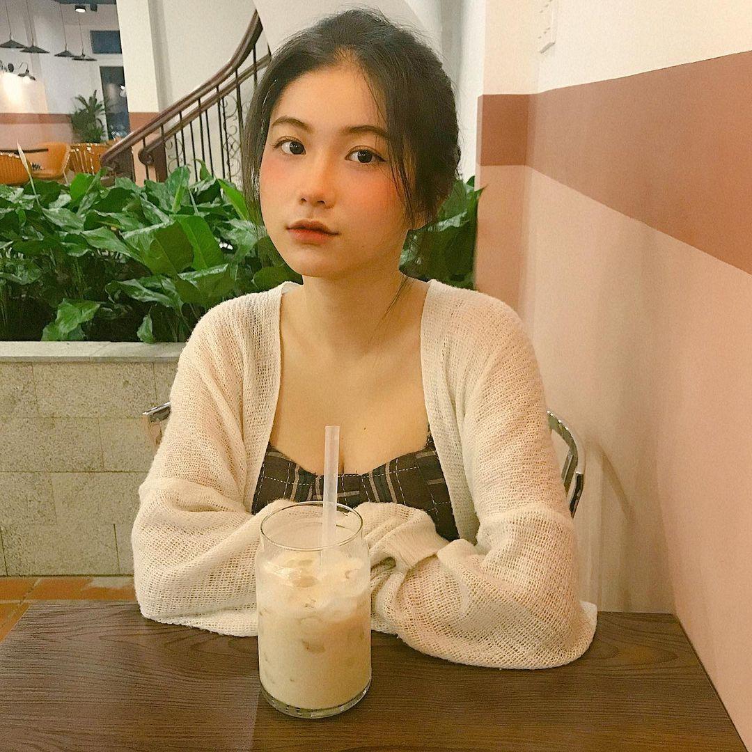 天菜越南妹「Kim Anh」迷蒙眼神仿佛随时在放电空灵气质更是无比疗愈人心 养眼图片 第21张