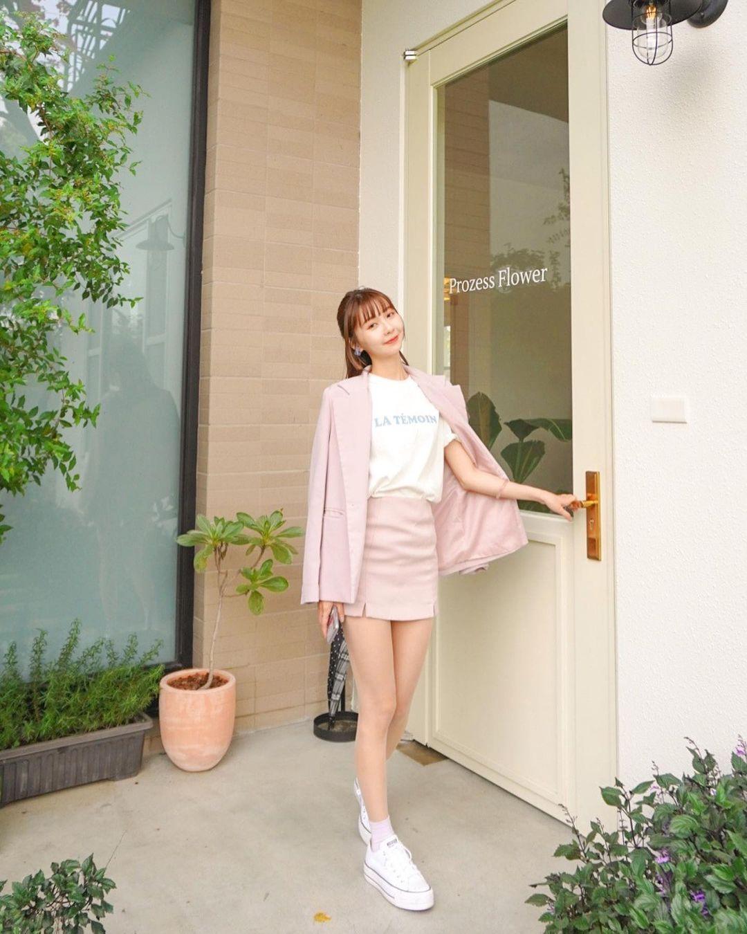 童颜美美女平面设计师太强啦精致小脸+修长美腿全秀出来 养眼图片 第12张