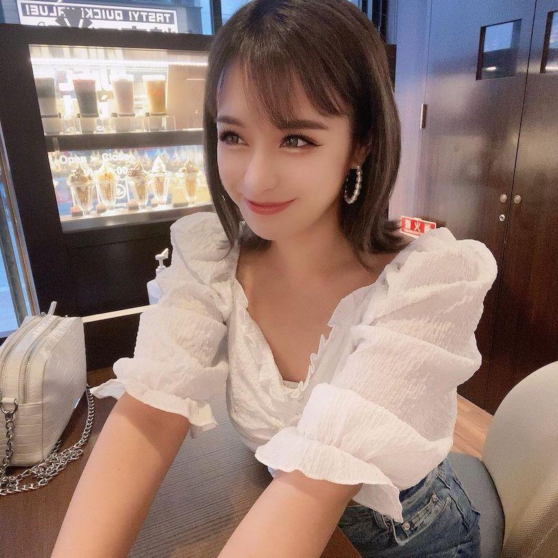 20岁日菲混血美女「穿上火辣小背心」,随性的姿势「超性感」. 养眼图片 第12张