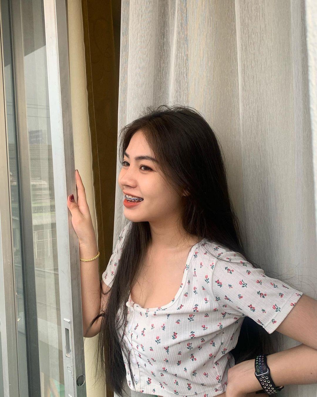 泰国超白皙大眼高中妹子Ploykanda,纤细苗条还有马甲线!-新图包