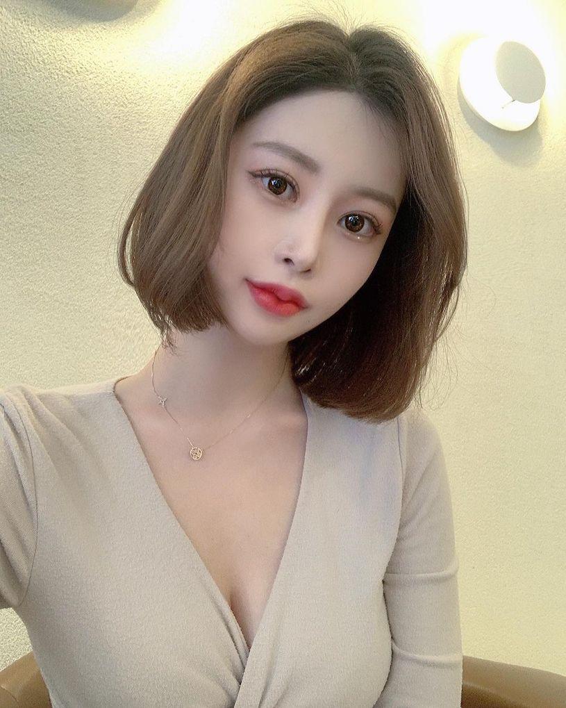 美图精选&极品妹子「剪短发后变更辣」,穿上深V洋装「好有看点」!-兔子社
