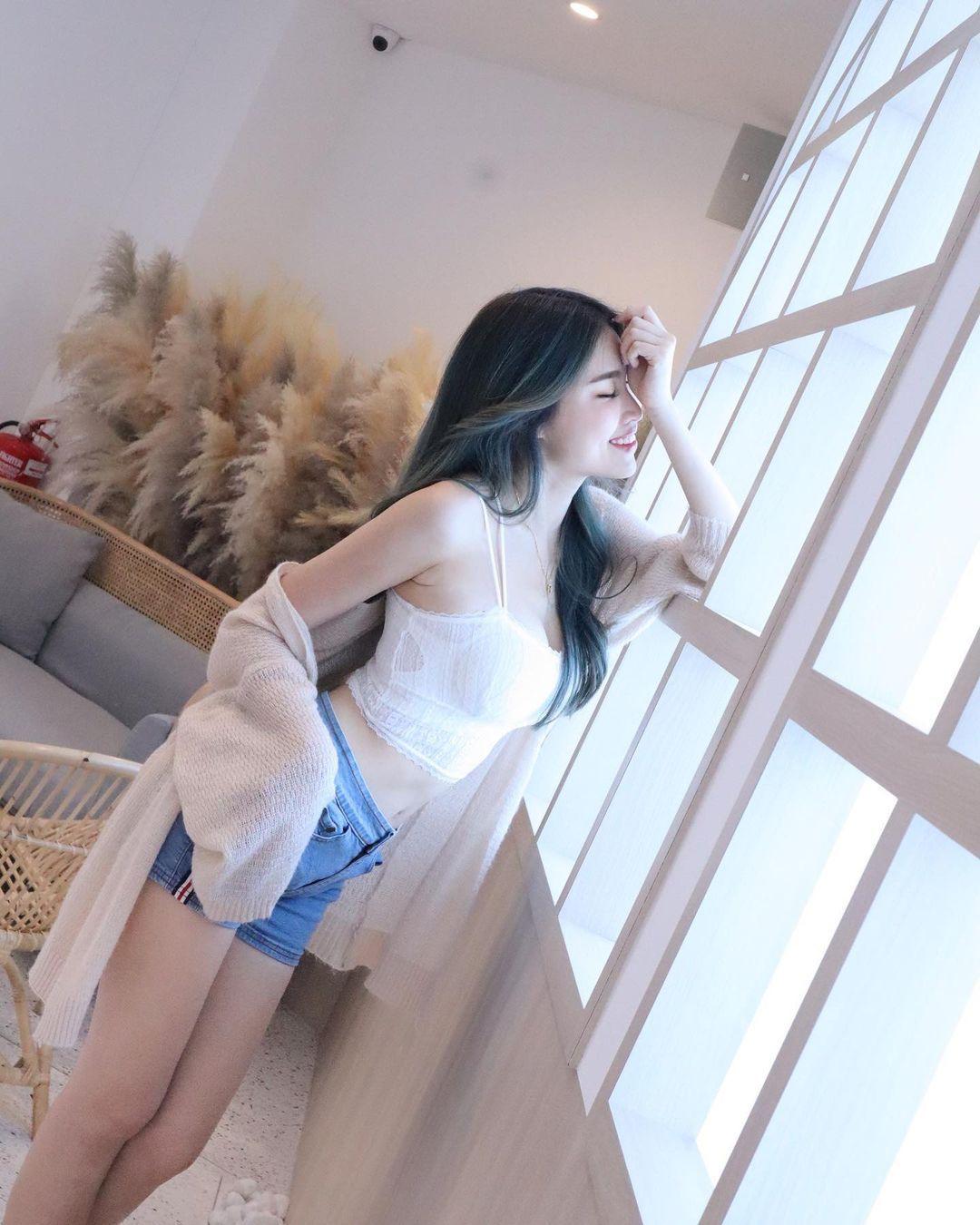 [正妹]清凉一下马来西亚网红[Fedora粉朵拉]轻薄衣物露出白皙肌肤 养眼图片 第5张