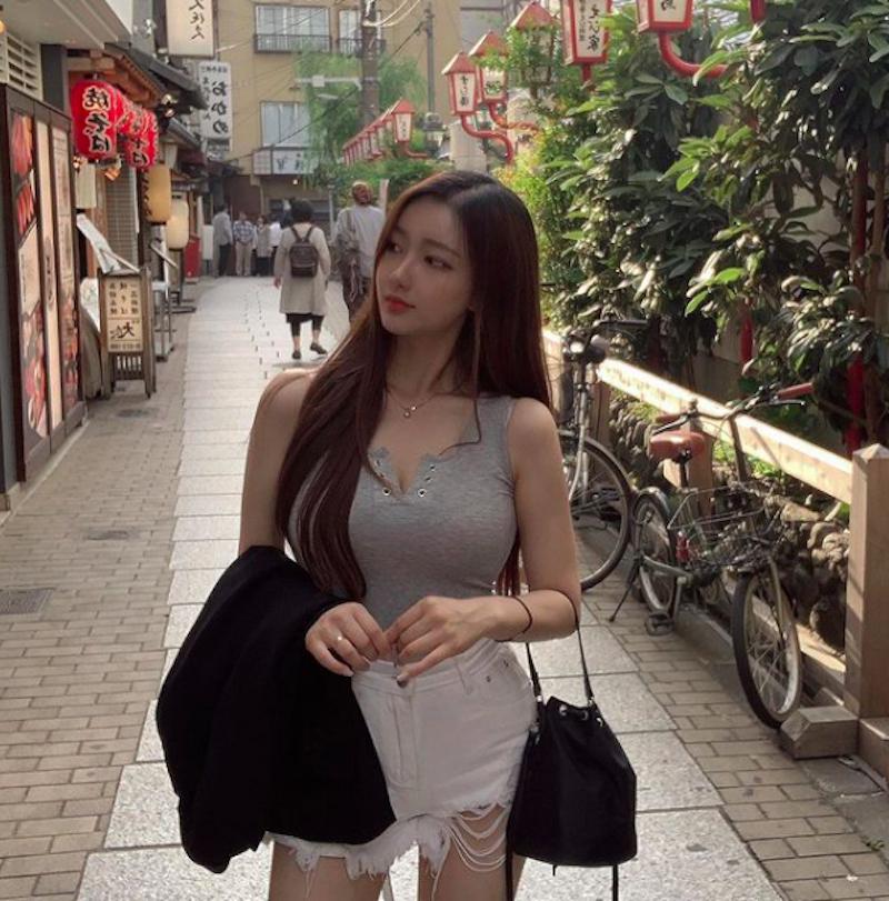 清纯学生妹转大人当服饰店老板娘,逆天长腿好极品,超完美曲线让人心动 网络美女 第13张