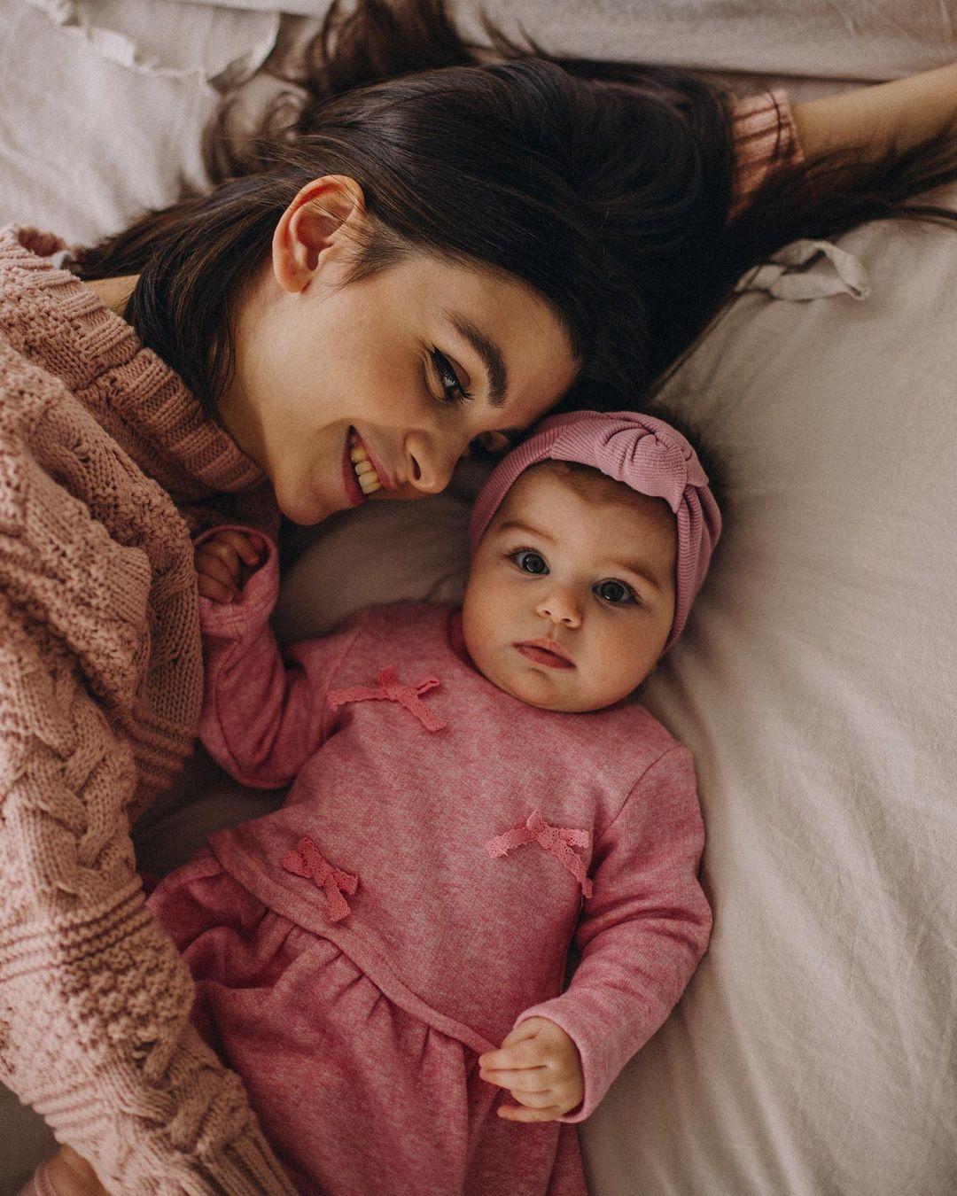 当妈还是正 浓眉大眼妹先天基因强大 身材脸蛋保有少女感太不科学啦~ 养眼图片 第13张