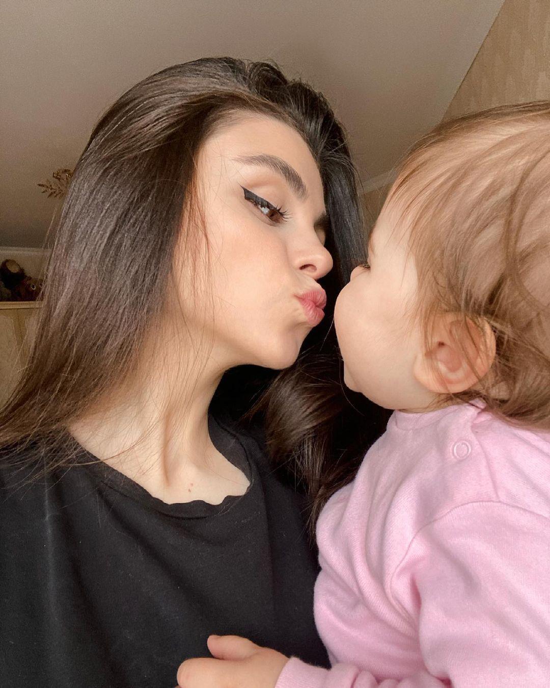 当妈还是正 浓眉大眼妹先天基因强大 身材脸蛋保有少女感太不科学啦~ 养眼图片 第14张