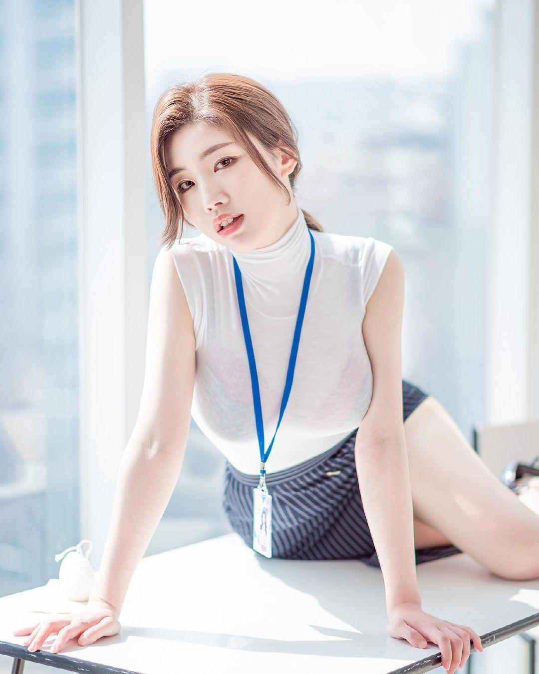 清凉穿着自己卖 [韩国泳衣阙娘Yebin]亲自试穿性感度满点 养眼图片 第21张