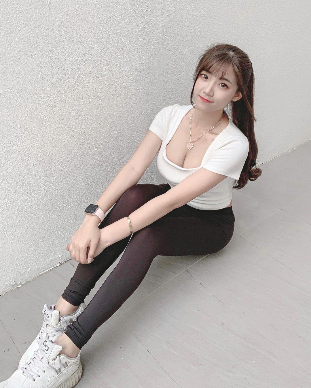 清纯甜美的正妹平面设计师Chen臻儿 多才多艺还有好身材 养眼图片 第7张