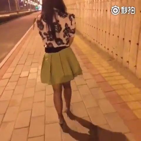 凌晨4点上街玩跳蛋,真BT