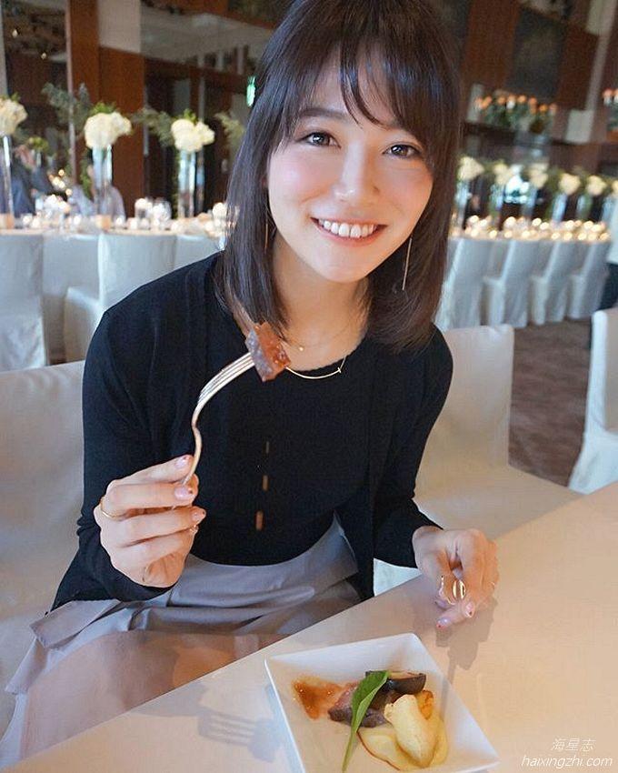 笑容太治愈,日本OL美女石井里奈满满正能量_9