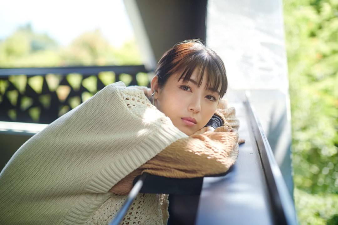 《滨边美波写真集20》10月27日发售 《月刊旅色》爱犬首次亮相  高清套图 第13张