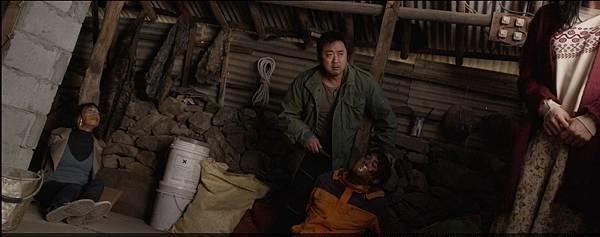 韩国犯罪电影《暗网杀机》具有换妻概念专门坑杀游客的黑店 (7)