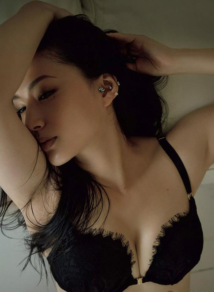 日本女星芦名星去世前拍摄优美身段写真作品作为最后悼念 (7)