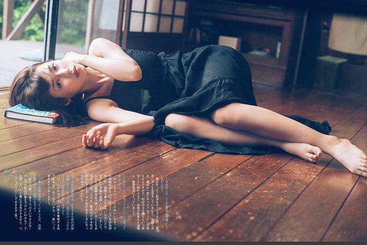 甜美怡人疗愈气息十足的纯爱系演员白石圣用自己强大的空灵气场来拍摄写真作品 (16)