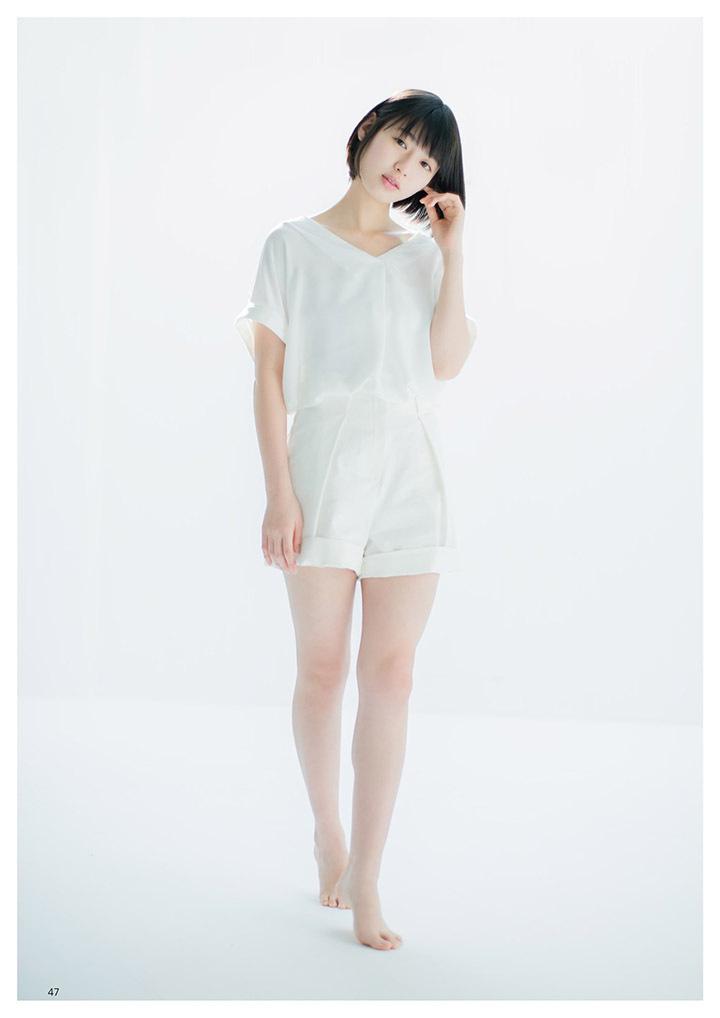 甜美怡人疗愈气息十足的纯爱系演员白石圣用自己强大的空灵气场来拍摄写真作品 (49)