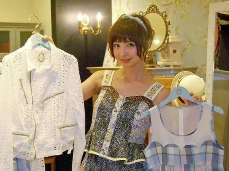 日本偶像女星筱田麻里子频繁用家人来博人眼球被网友质疑自我炒作话题