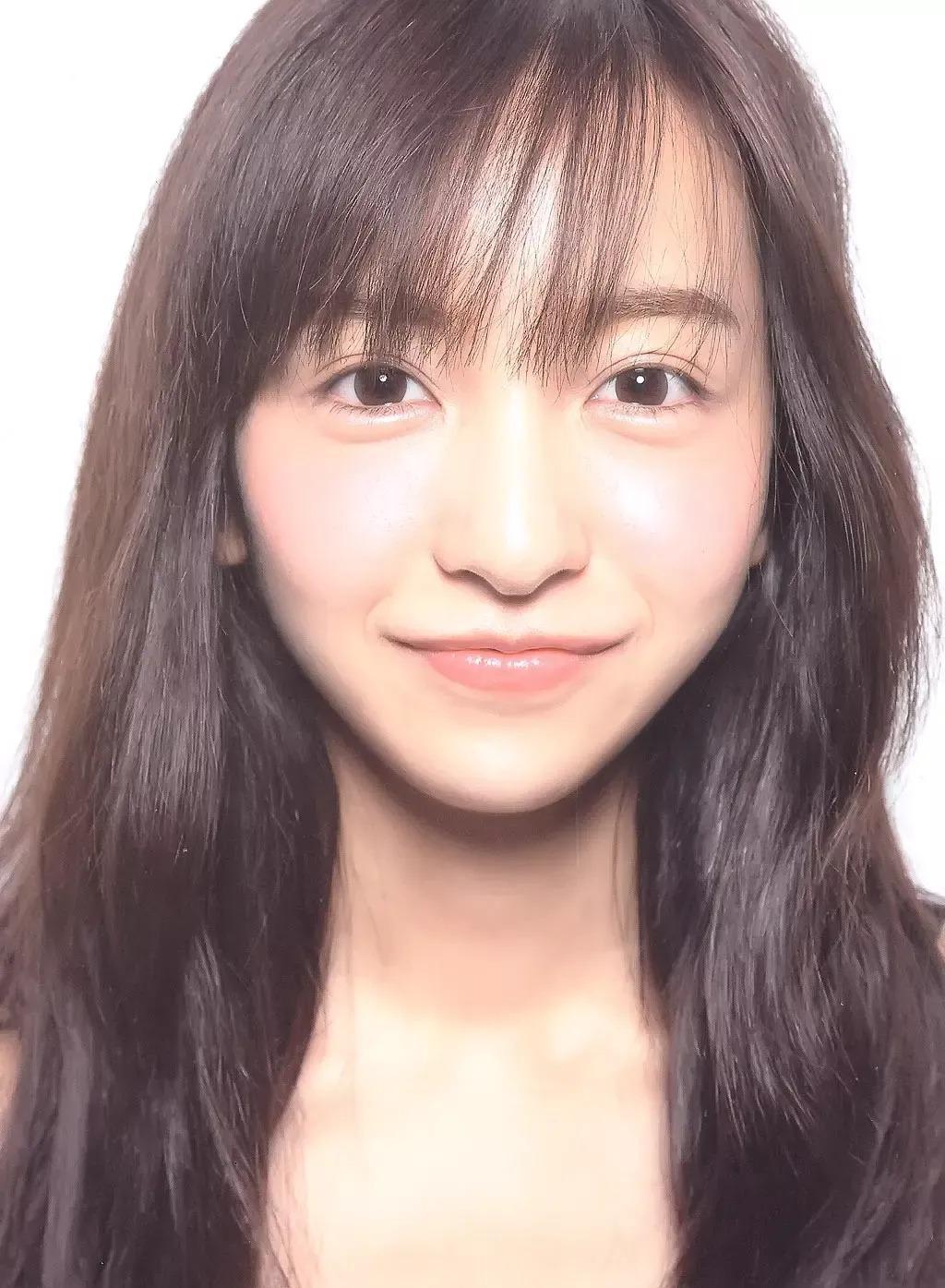 日本AKB48初代神7之一的板野友美突然闪婚,丈夫居然还比自己小6岁 (6)
