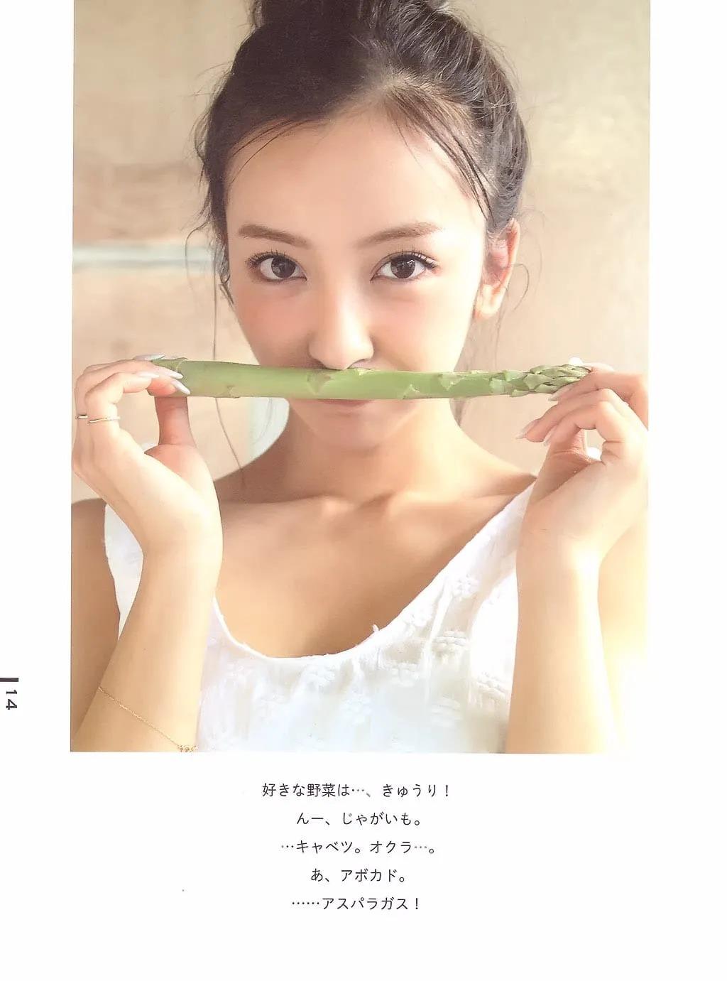 日本AKB48初代神7之一的板野友美突然闪婚,丈夫居然还比自己小6岁 (8)