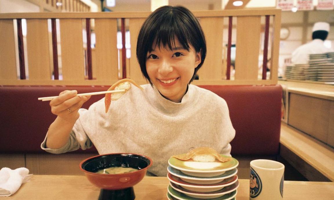 不是很能凸显个性的昭和颜的实力派美女芳根京子 (6)