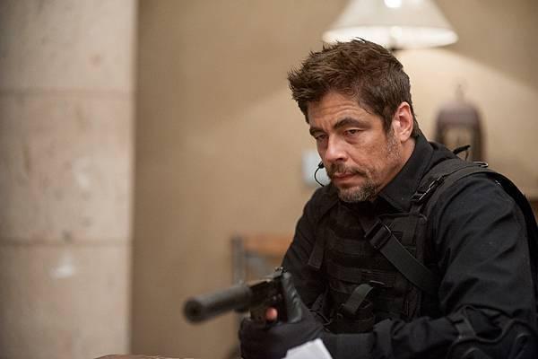 电影《怒火边界》十分善于营造紧张枪战气氛 (4)