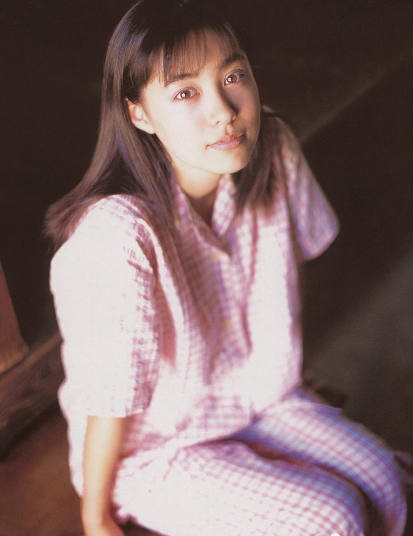 被锁在保险柜里的日本艺人吹石一惠的写真作品 (26)