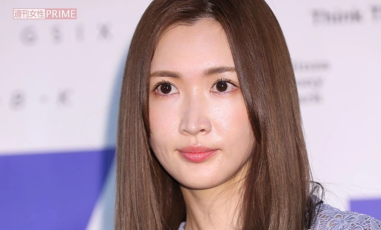 事业经营不错的纱荣子和小自己17岁的疑似男友交往 (2)