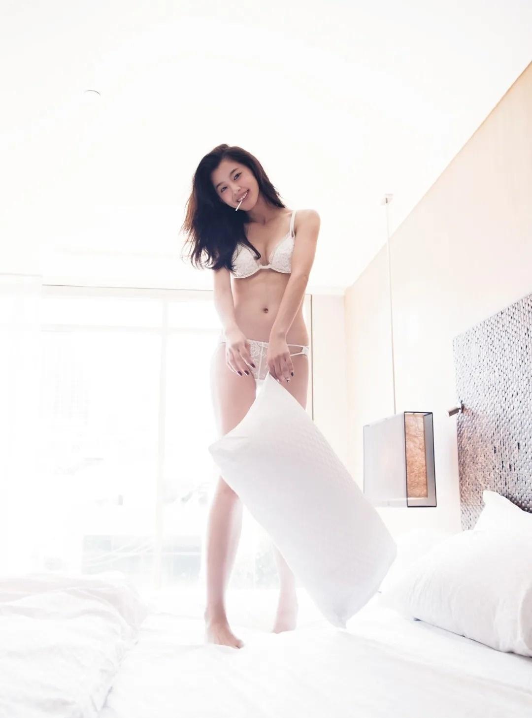 完美九头身人气超模朝比奈彩写真作品 (57)
