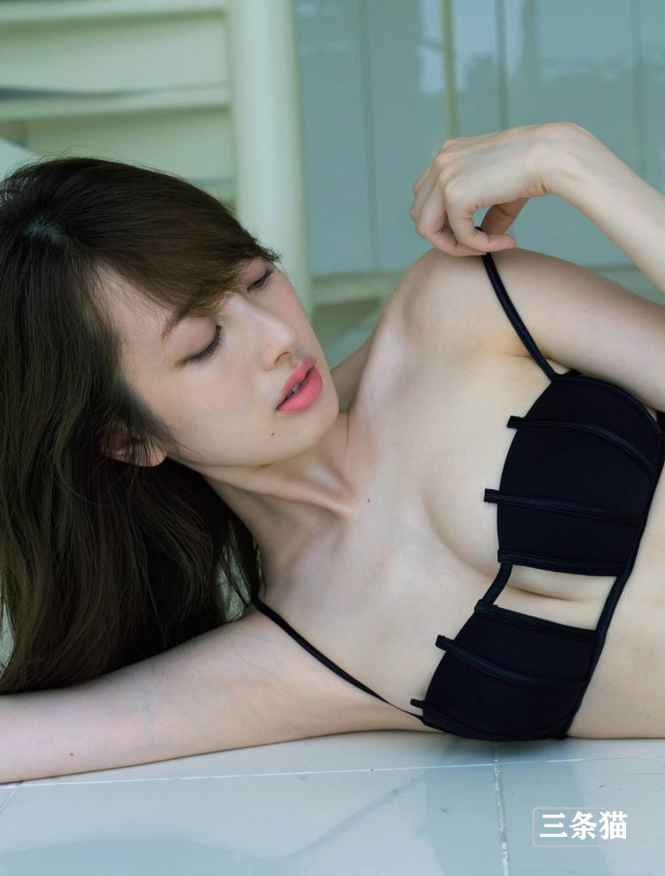 美女主播@团遥香海边金色比基尼写真图片 男人文娱 热图3