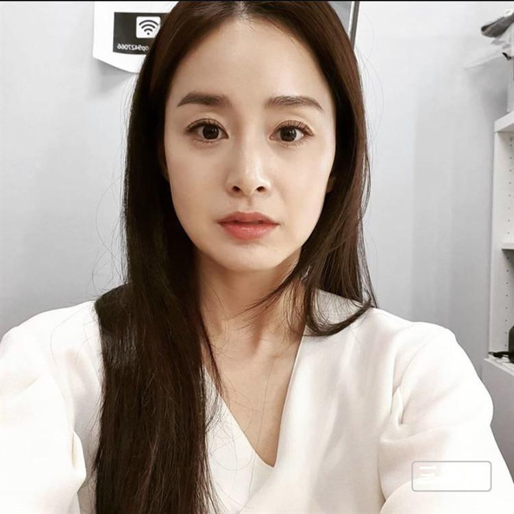 韩第一美女金泰希近况,41岁晒近距离自拍网震惊
