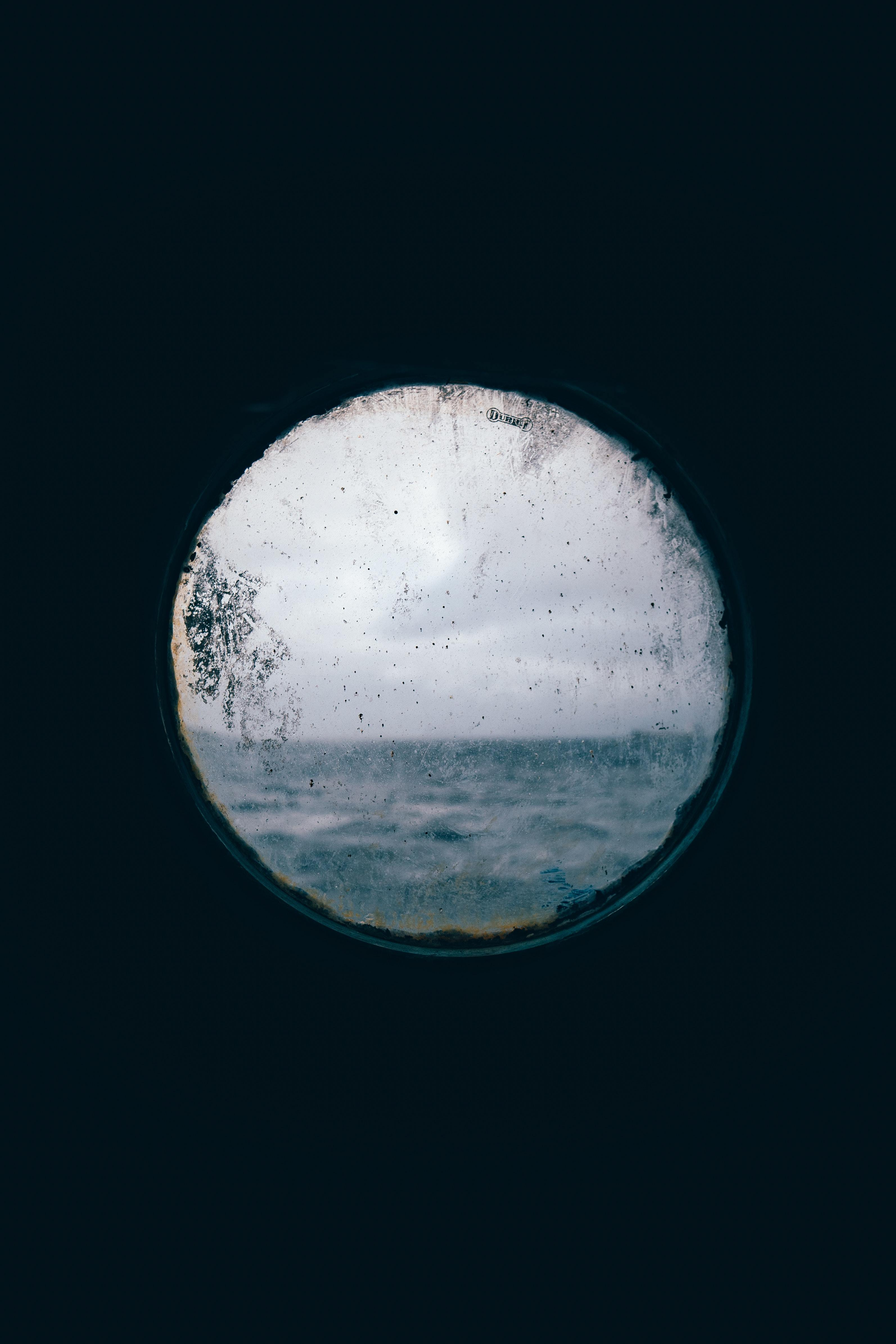 round-window-view-of-the-ocean-2508810