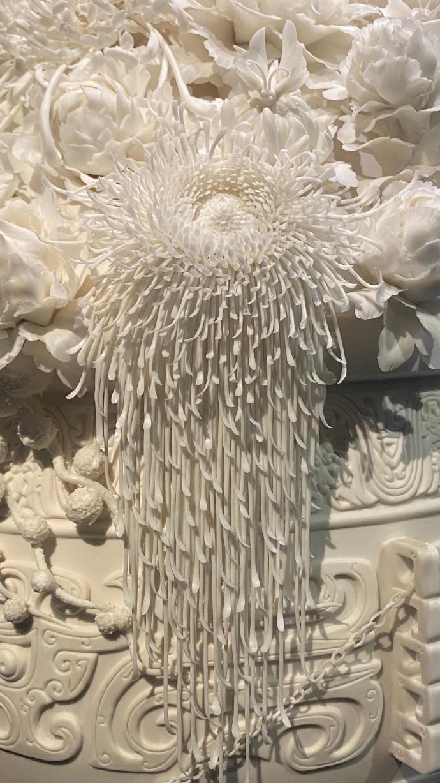 这么逼真细腻的花朵,竟然都是瓷器