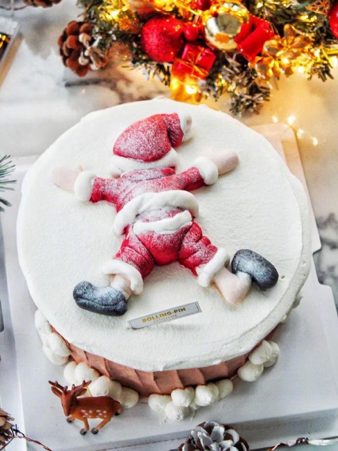 圣诞节订了个蛋糕,送到家里化了,直接变成了圣诞老人惨案现场