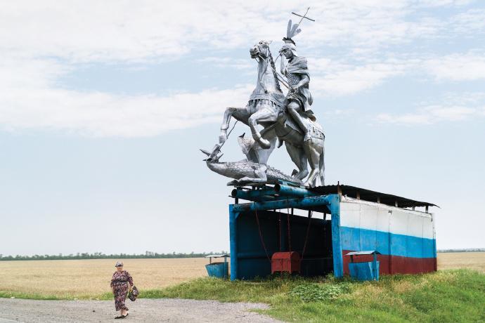 苏联时代遗留下来的公交车站
