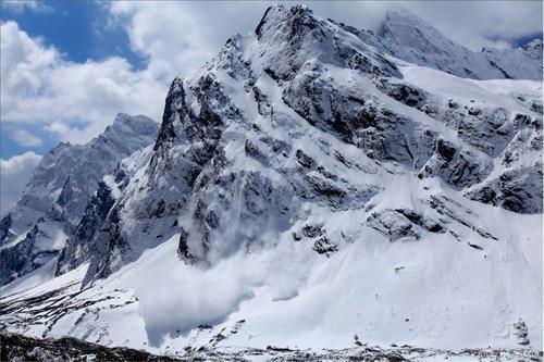 西藏雪崩震撼全过程