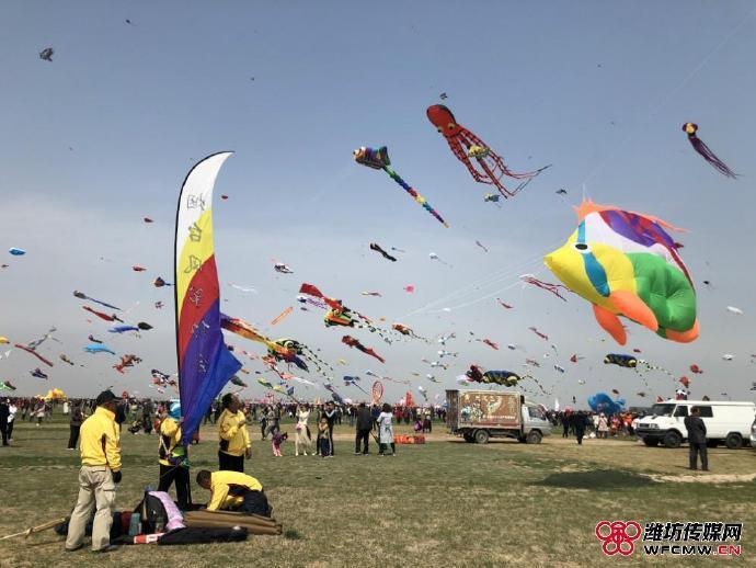 """听话的风筝是什么样?潍坊竞技风筝玩出无人机感,直呼成""""精""""了"""
