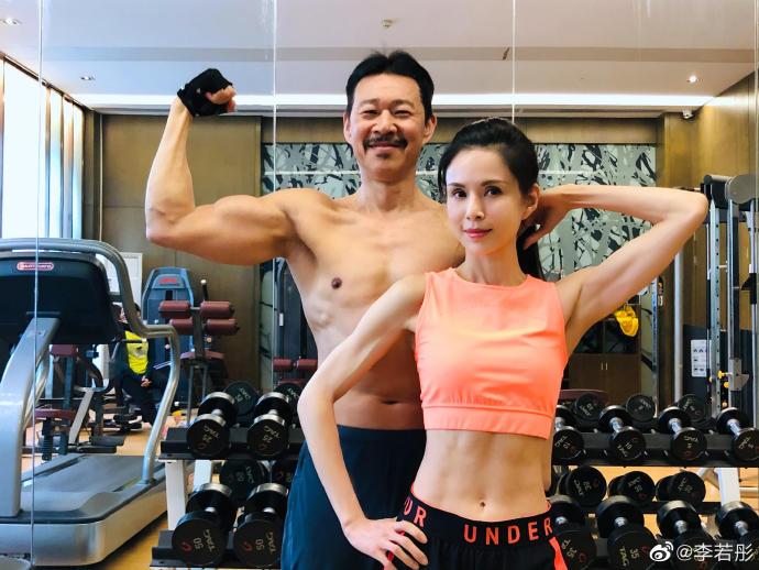 65岁的张丰毅和55岁的李若彤