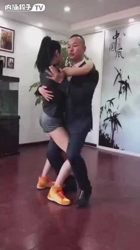 小姐一起来跳一支舞吧
